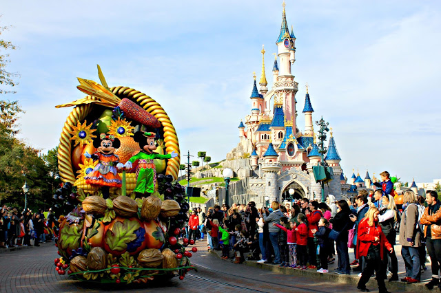 Mickey and Minnie on the Autumn parade at Disneyland Paris