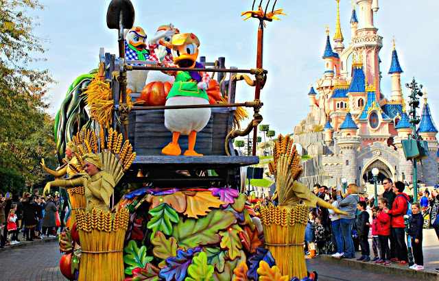 Autumn parade in front of the castle at Disneyland Paris