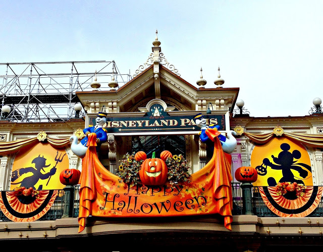 Halloween decor at Disneyland Paris