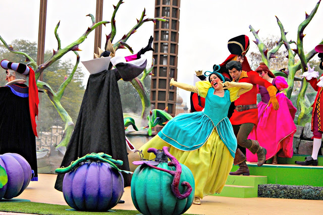 Villain show at Disneyland Paris