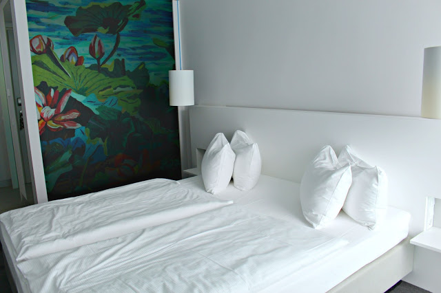 twin beds in the Art'otel Cologne