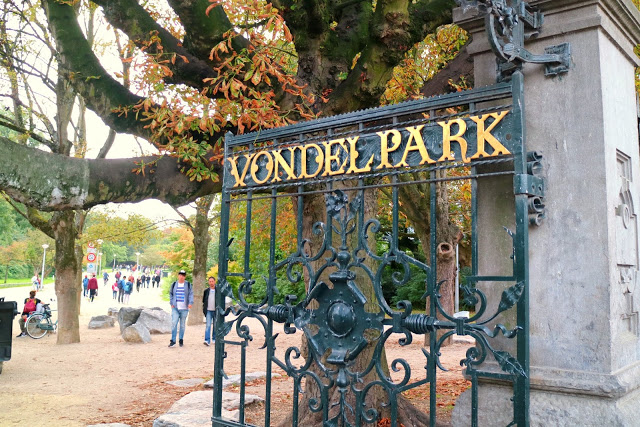 Vondel park sign which is free so a perfect stop when visiting Amsterdam on a Budget