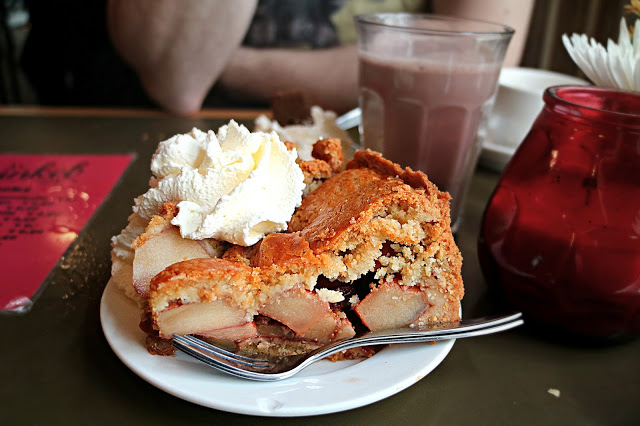 Traditional Dutch apple pie